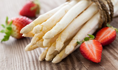 weisser Spargel und Erdbeeren / white asparagus and strawberries